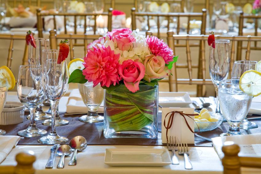 https://cf.ltkcdn.net/weddings/images/slide/169140-849x565-centerpiece.jpg