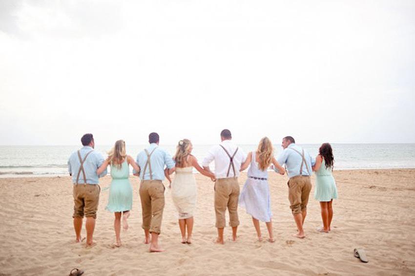 https://cf.ltkcdn.net/weddings/images/slide/173207-850x565-Rebekah_J_Murray_Bridal_Party_from_Back.jpg