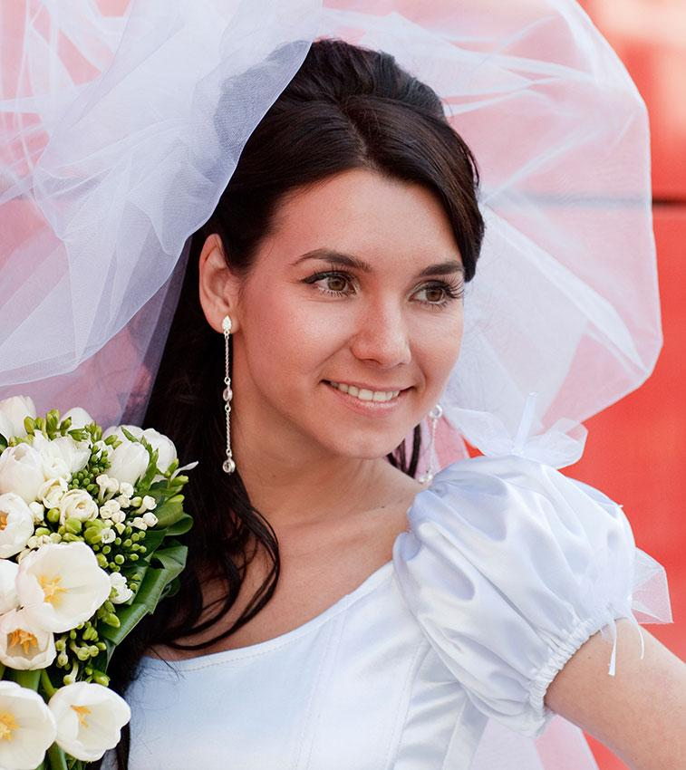 https://cf.ltkcdn.net/weddings/images/slide/176159-757x850-Puffy-Wedding-Veil.jpg