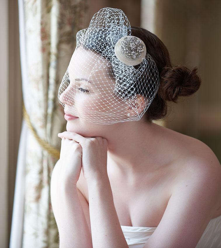 https://cf.ltkcdn.net/weddings/images/slide/176169-757x850-Wedding-Veil-with-Ornament.jpg