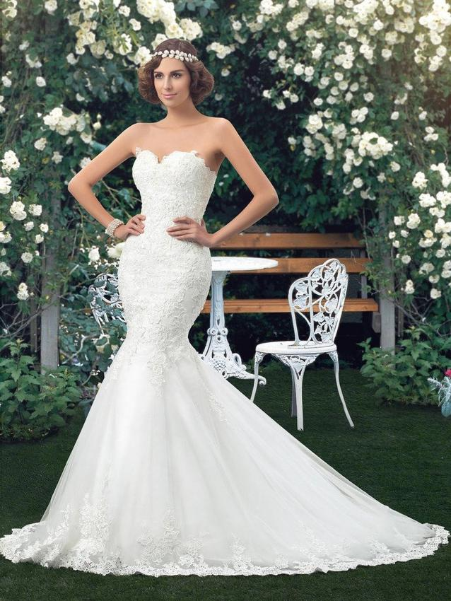 Pictures of Wedding Dresses with Sweetheart Necklines | LoveToKnow