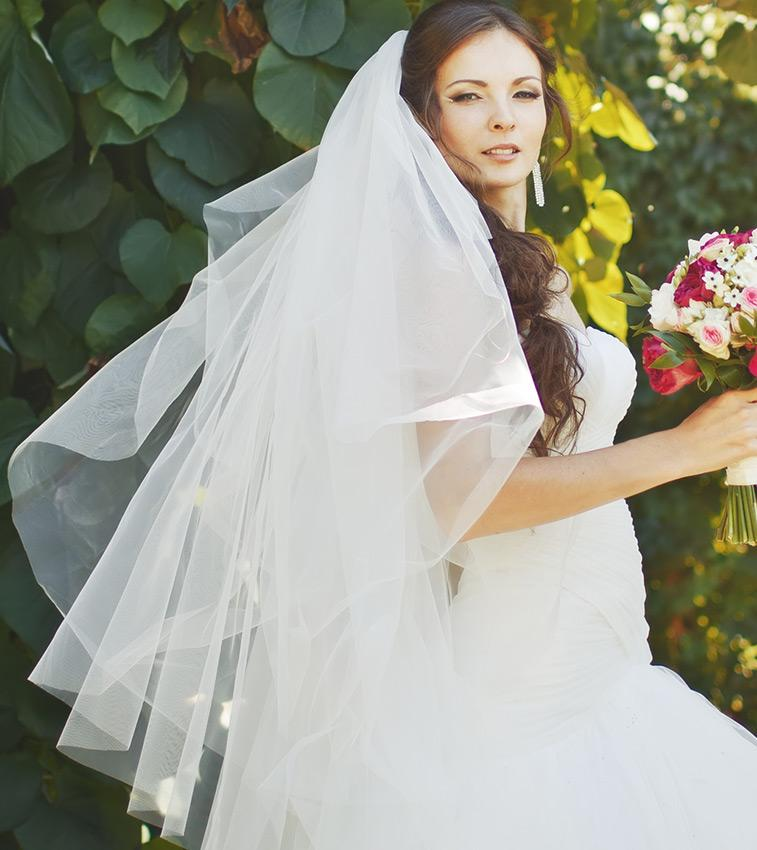 https://cf.ltkcdn.net/weddings/images/slide/191312-757x850-waterfall-veil.jpg