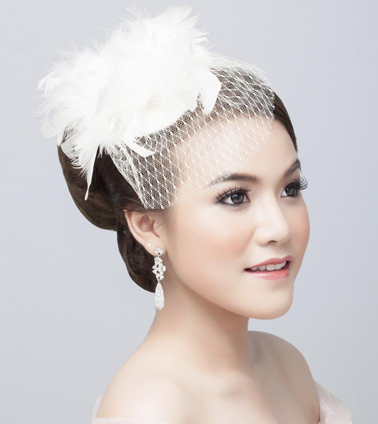 https://cf.ltkcdn.net/weddings/images/slide/191314-757x850-short-feathered-veil.jpg