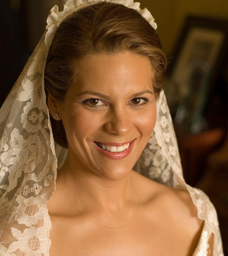 https://cf.ltkcdn.net/weddings/images/slide/191315-757x850-mantilla-veil.jpg