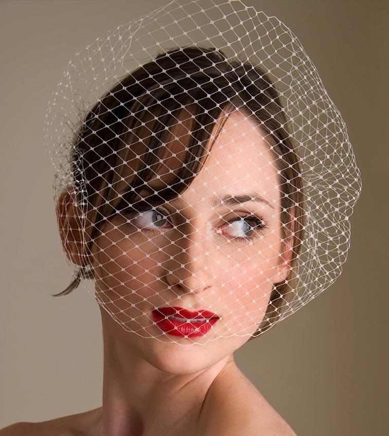 https://cf.ltkcdn.net/weddings/images/slide/191317-757x850-fishnet-veil.jpg