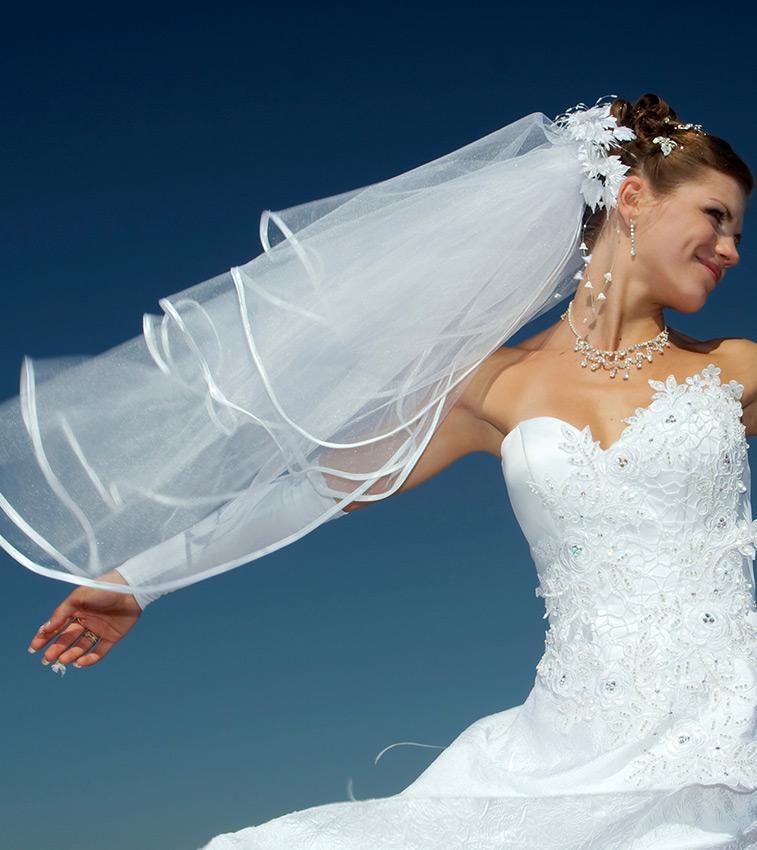 https://cf.ltkcdn.net/weddings/images/slide/191321-757x850-ribbon-edge-veil.jpg