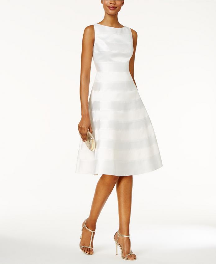 https://cf.ltkcdn.net/weddings/images/slide/219254-695x850-stripedwhitedress.jpeg