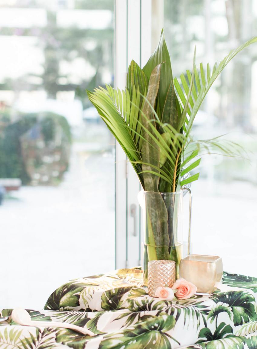 https://cf.ltkcdn.net/weddings/images/slide/238477-850x1154-assorted-tropical-leaves.jpg