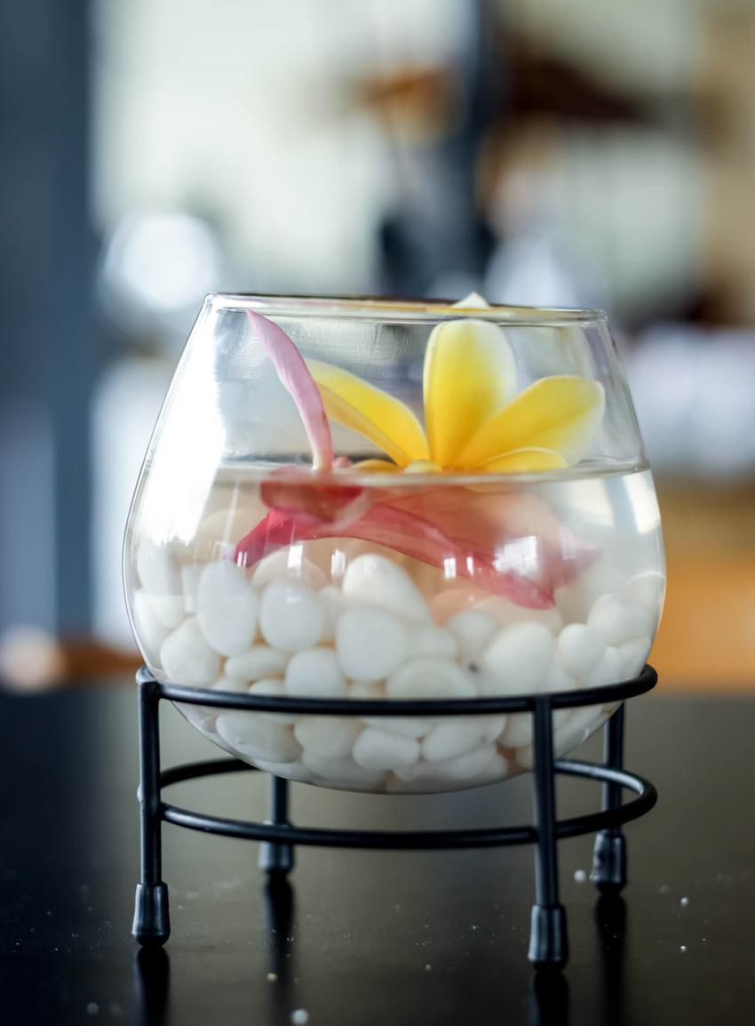 https://cf.ltkcdn.net/weddings/images/slide/238478-850x1154-frangipani-flowers.jpg