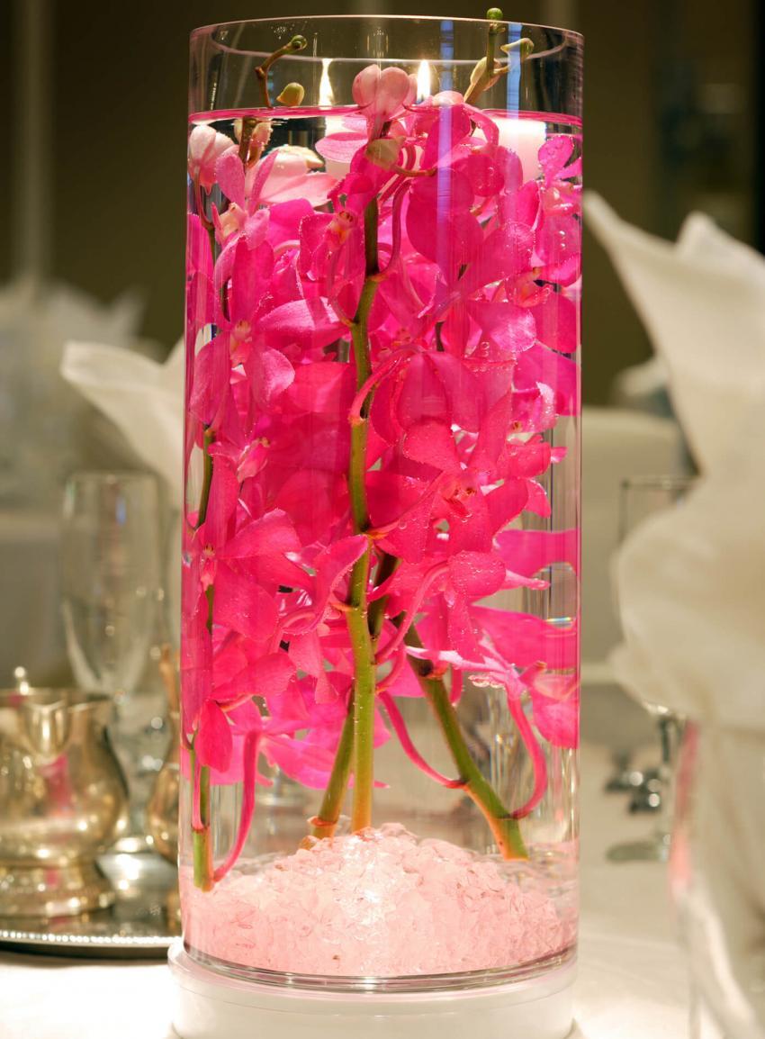 https://cf.ltkcdn.net/weddings/images/slide/238484-850x1154-Water-display.jpg