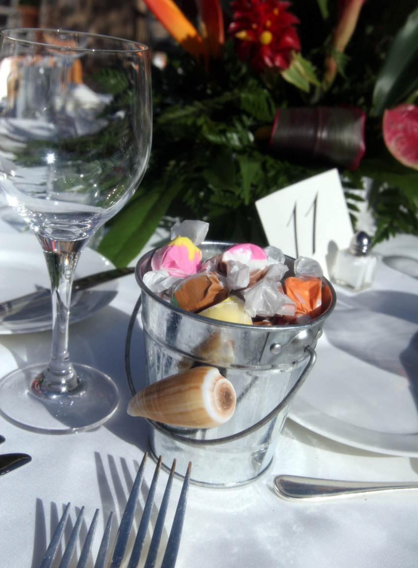 https://cf.ltkcdn.net/weddings/images/slide/238485-850x1154-Green-arrangements.jpg