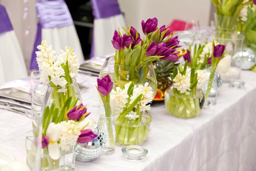 https://cf.ltkcdn.net/weddings/images/slide/238594-850x567-tulip-wedding-reception-centerpiece.jpg