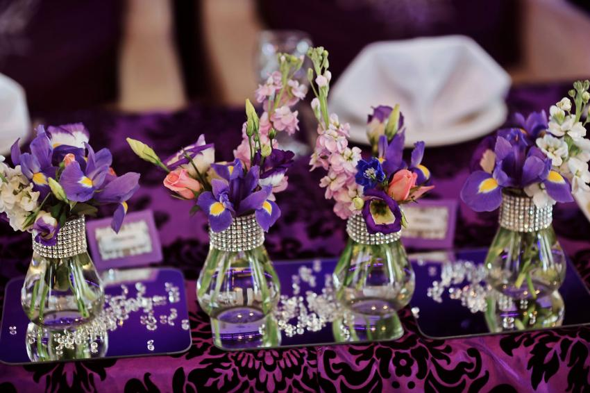 https://cf.ltkcdn.net/weddings/images/slide/238595-850x566-Wedding-table-decoration-with-iris.jpg