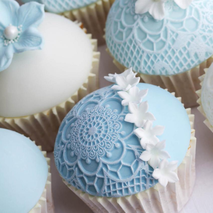 https://cf.ltkcdn.net/weddings/images/slide/240979-850x850-blue-lace-cupcakes-4.jpg
