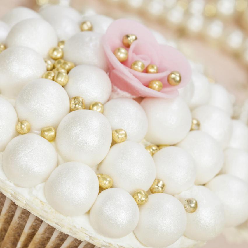 https://cf.ltkcdn.net/weddings/images/slide/240980-850x850-sprinkles-cupcakes-6.jpg
