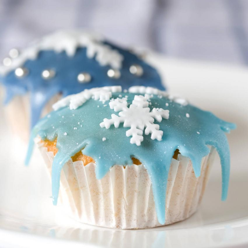 https://cf.ltkcdn.net/weddings/images/slide/240994-850x850-16-wedding-cupcake-ideas.jpg