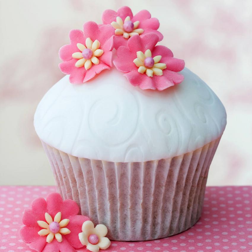 https://cf.ltkcdn.net/weddings/images/slide/240995-850x850-12-wedding-cupcake-ideas.jpg