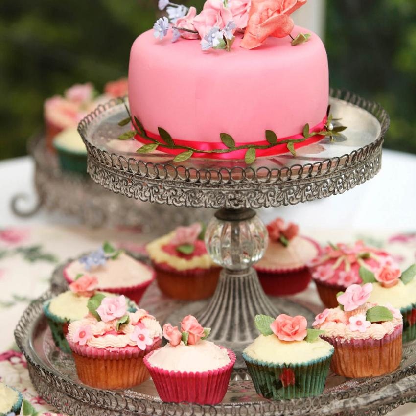 https://cf.ltkcdn.net/weddings/images/slide/240997-850x850-5-wedding-cupcake-ideas.jpg