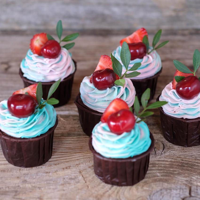 https://cf.ltkcdn.net/weddings/images/slide/241000-850x850-18-wedding-cupcake-ideas.jpg