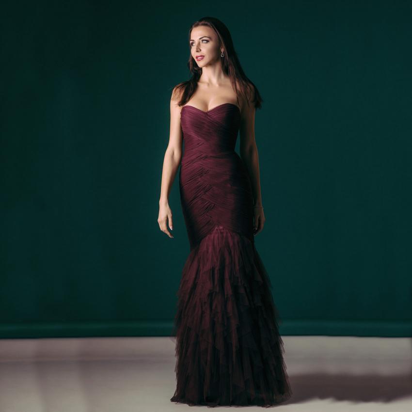 https://cf.ltkcdn.net/weddings/images/slide/244807-850x850-1-pictures-bridesmaid-dresses.jpg
