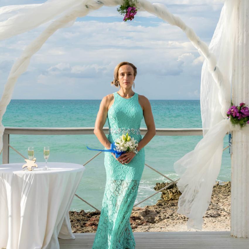 https://cf.ltkcdn.net/weddings/images/slide/244810-850x850-3-pictures-bridesmaid-dresses.jpg