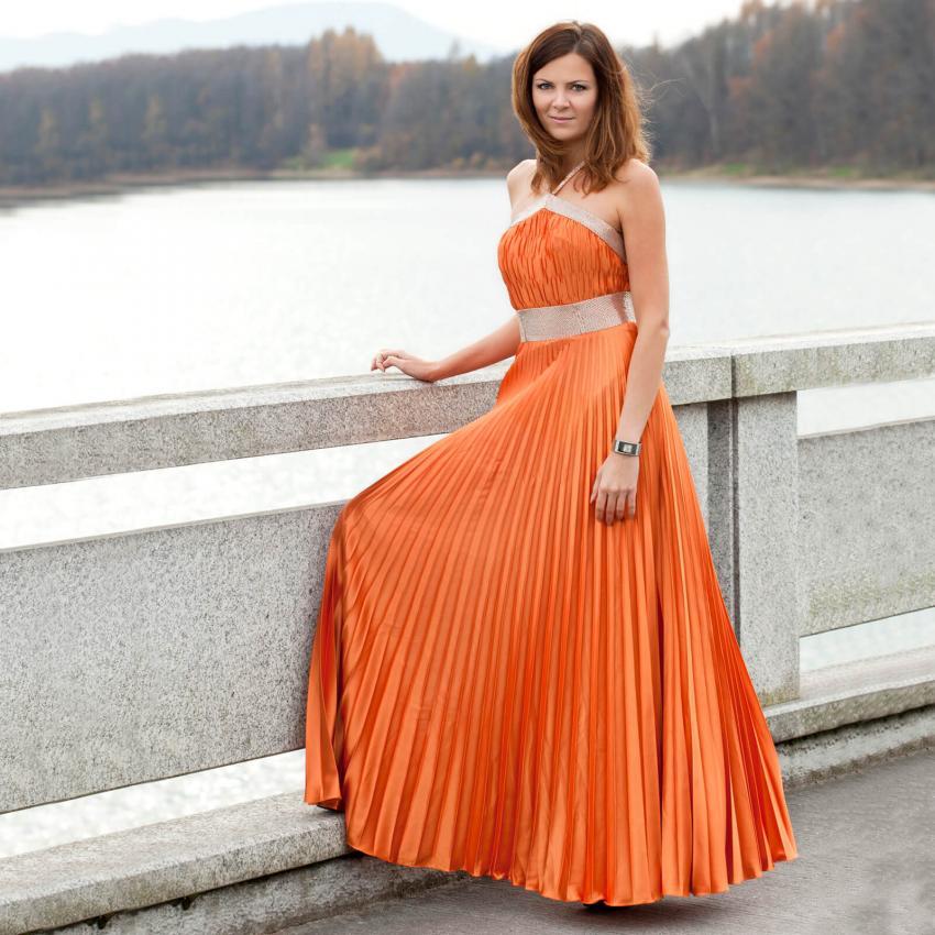 https://cf.ltkcdn.net/weddings/images/slide/244813-850x850-6-pictures-bridesmaid-dresses.jpg