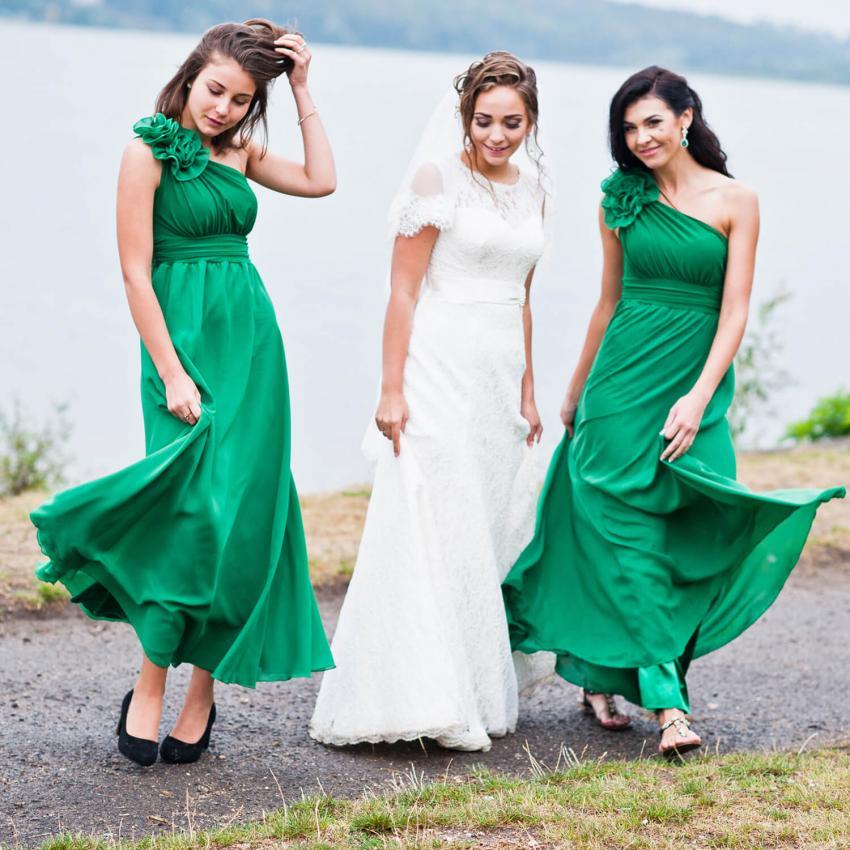 https://cf.ltkcdn.net/weddings/images/slide/244816-850x850-10-pictures-bridesmaid-dresses.jpg