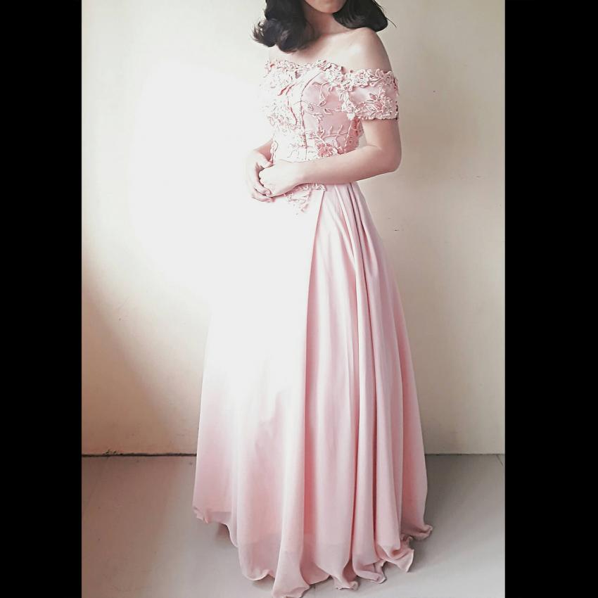 https://cf.ltkcdn.net/weddings/images/slide/244824-850x850-11-pictures-bridesmaid-dresses.jpg