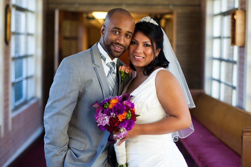 https://cf.ltkcdn.net/weddings/images/slide/245593-850x566-bright-flower-wedding-bouquet.jpg