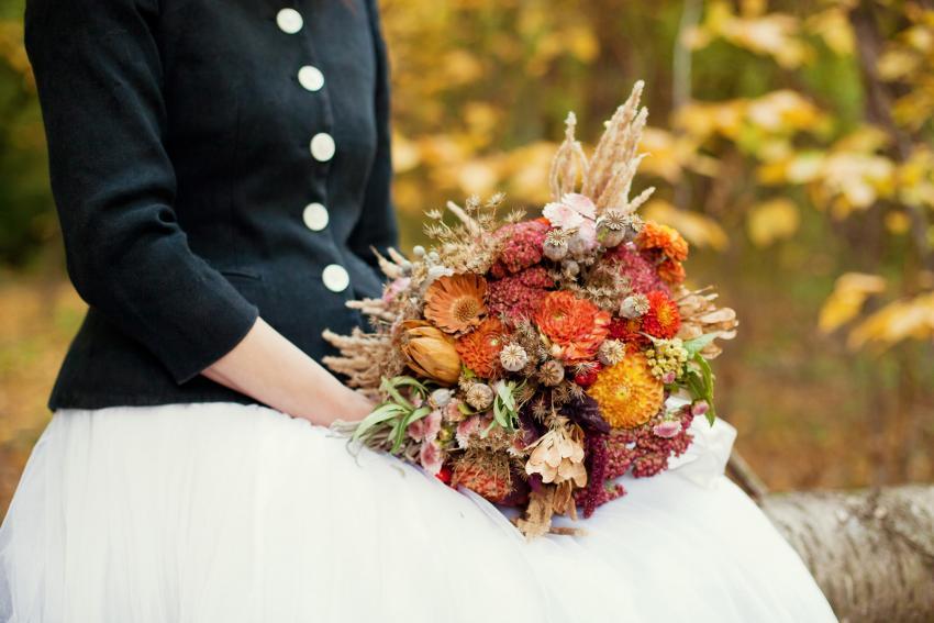 https://cf.ltkcdn.net/weddings/images/slide/245605-850x567-autumn-wedding-bouquet.jpg