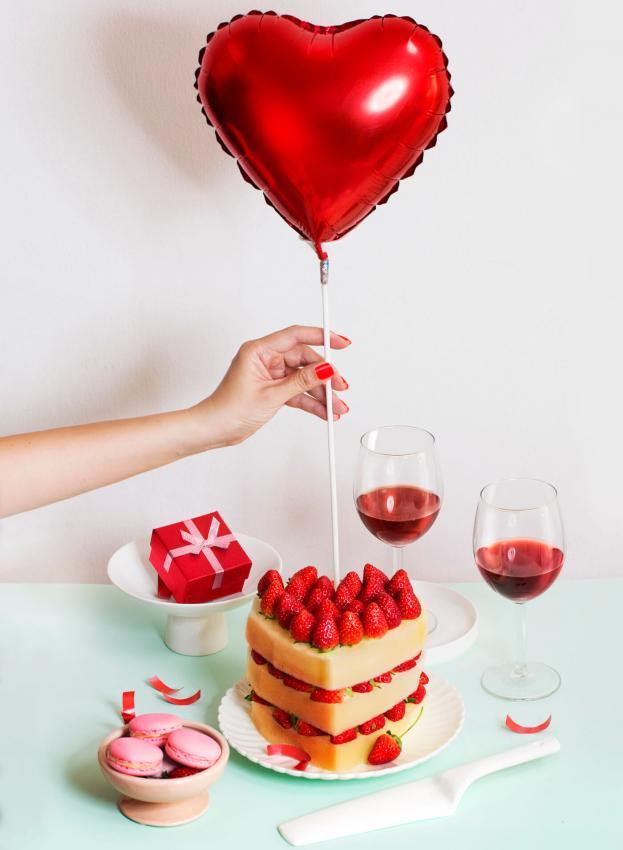https://cf.ltkcdn.net/weddings/images/slide/249232-623x850-6-valentines-day-wedding-centerpieces.jpg