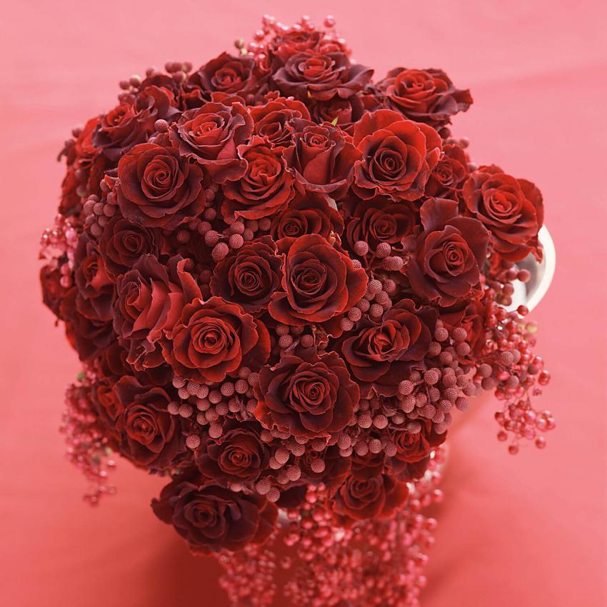 https://cf.ltkcdn.net/weddings/images/slide/249233-850x850-7-valentines-day-wedding-centerpieces.jpg