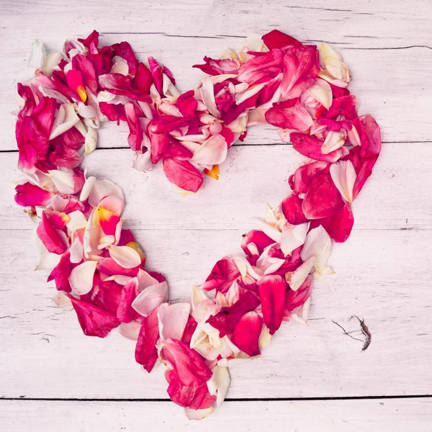 https://cf.ltkcdn.net/weddings/images/slide/249240-850x850-13-valentines-day-wedding-centerpieces.jpg