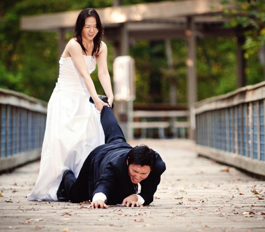 https://cf.ltkcdn.net/weddings/images/slide/254074-850x744-2-crazy-wedding-pictures.jpg