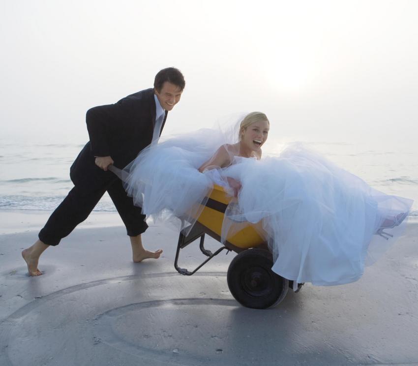 https://cf.ltkcdn.net/weddings/images/slide/254075-850x744-3-crazy-wedding-pictures.jpg