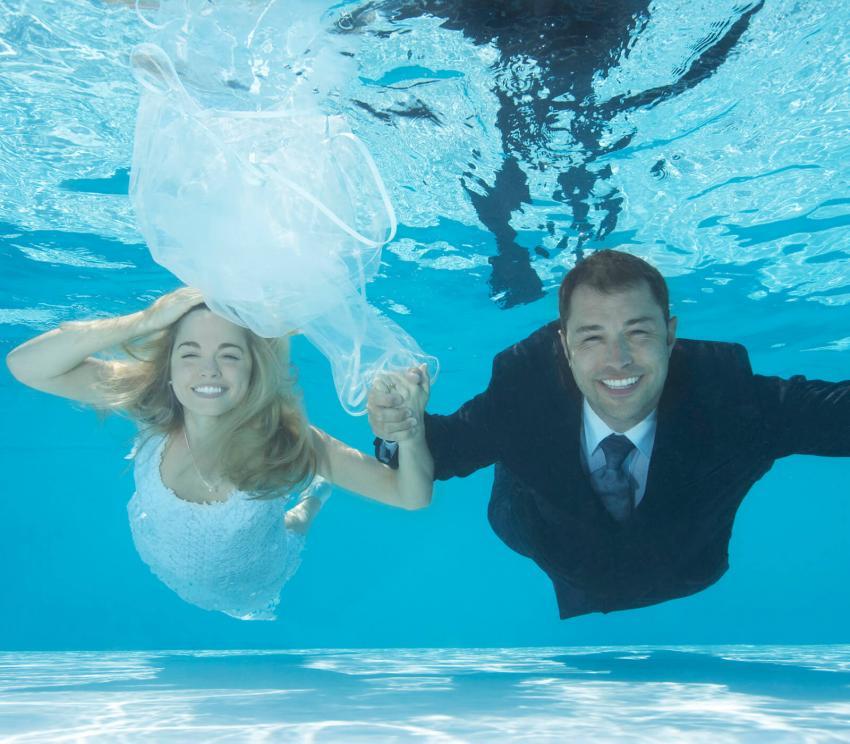 https://cf.ltkcdn.net/weddings/images/slide/254080-850x744-8-crazy-wedding-pictures.jpg
