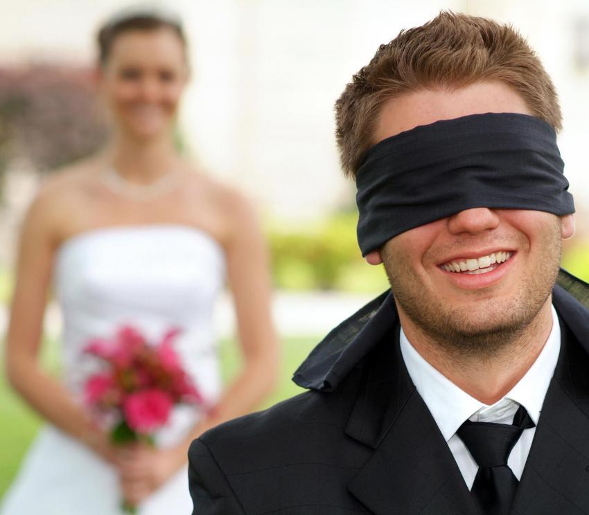 https://cf.ltkcdn.net/weddings/images/slide/254083-850x744-11-crazy-wedding-pictures.jpg
