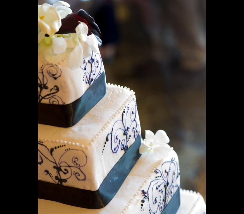 https://cf.ltkcdn.net/weddings/images/slide/266404-850x744-artisan-cake.jpg