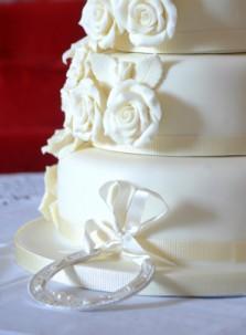western cake with roses and horseshoe