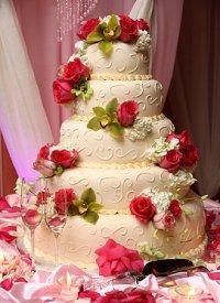 Romantic Valentine wedding cake with roses