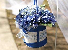 https://cf.ltkcdn.net/weddings/images/slide/105954-285x212-blueflower14.jpg