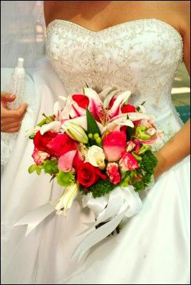 https://cf.ltkcdn.net/weddings/images/slide/106050-268x400-Bouquet3.jpg
