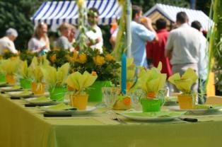 https://cf.ltkcdn.net/weddings/images/slide/106087-314x208-table-favors-and-flowers.jpg