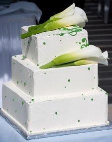 https://cf.ltkcdn.net/weddings/images/slide/106163-225x286-viewcake2.jpg