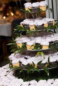 https://cf.ltkcdn.net/weddings/images/slide/106166-225x331-viewcake11.jpg