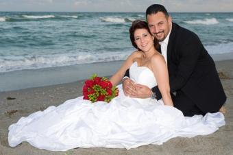 https://cf.ltkcdn.net/weddings/images/slide/106184-500x333-bchdress3.jpg