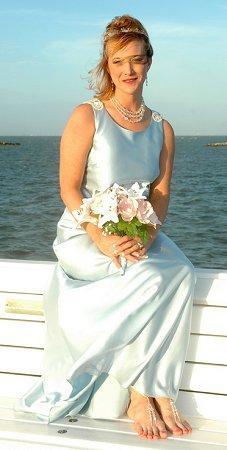 https://cf.ltkcdn.net/weddings/images/slide/106186-227x450-bchdress14.jpg