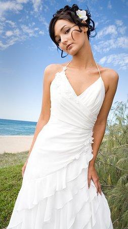 https://cf.ltkcdn.net/weddings/images/slide/106189-253x450-bchdress10.jpg