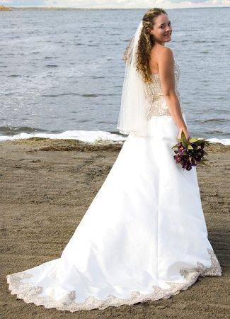 https://cf.ltkcdn.net/weddings/images/slide/106190-325x450-bchdress9.jpg
