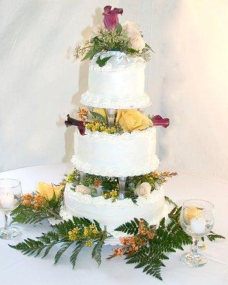 https://cf.ltkcdn.net/weddings/images/slide/106213-328x410-fallcakeslide7.jpg